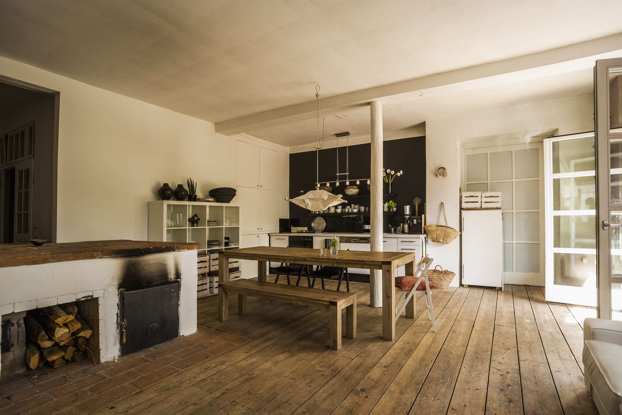2 different hardwood floors of vinyl wood flooring versus natural hardwood for diningroom woodenfloor gettyimages 544546775 590e57565f9b58647043440a