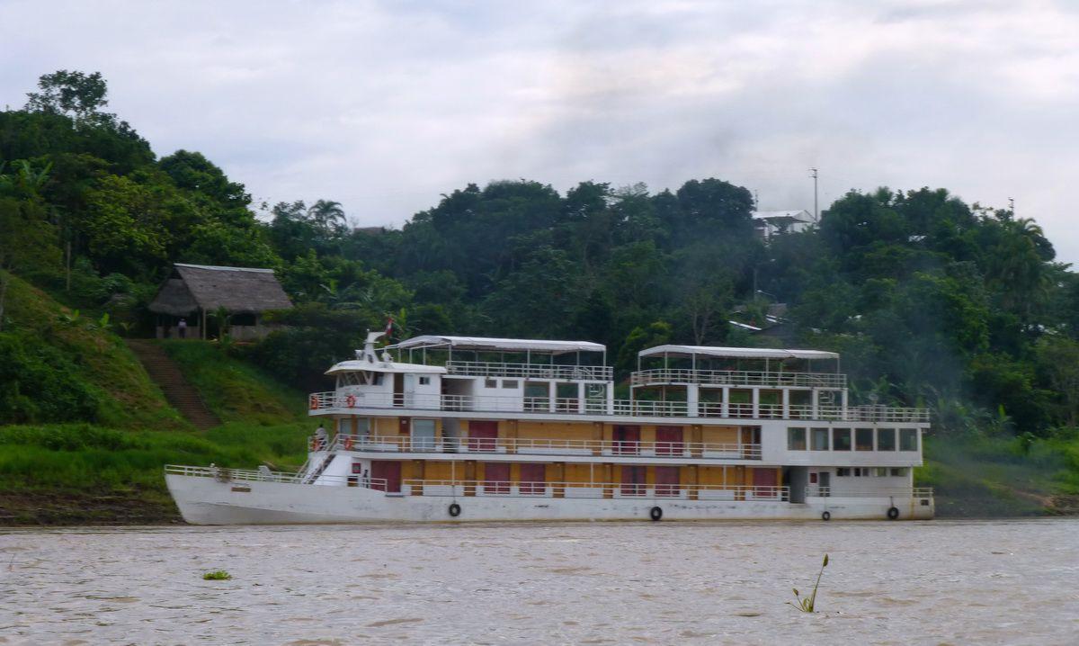 amazon hardwood flooring review of queen violeta g adventures amazon riverboat in queen violeta 60080 56a2035c5f9b58b7d0c5ba85 jpg