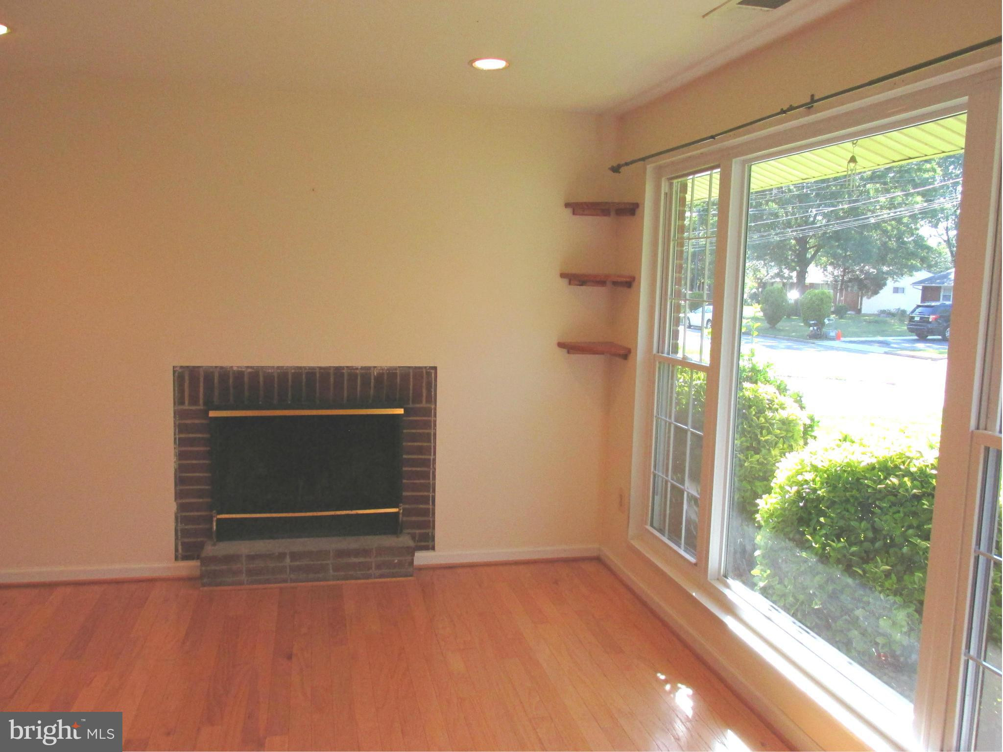 bd hardwood floors of 5008 treetop ln alexandria va 22310 2200 mls 1001260471 www intended for beautiful kitchen with ss appliances granite and oak cabinets french doors lead to patio and large fenced back yard making it perfect for entertaining or