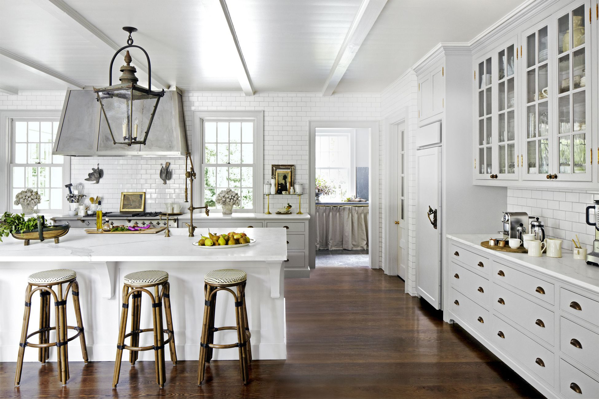 best hardwood floor color with white cabinets of 8 gorgeous kitchen trends that will be huge in 2018 in 1483474310 kitchen reinvention dark floors 0117