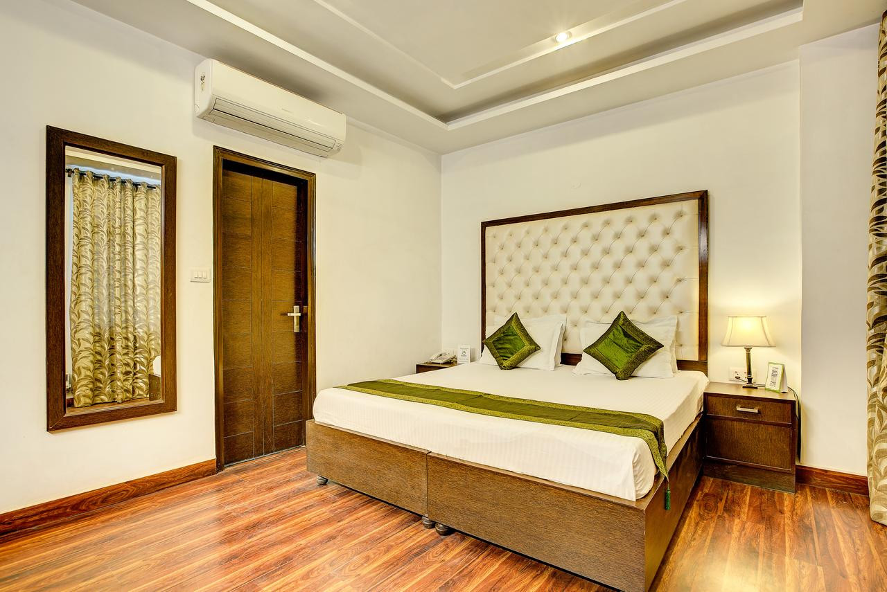 Dansk Acacia Hardwood Flooring Of Hotel Treebo Citi International New Delhi India Booking Com for 93280535