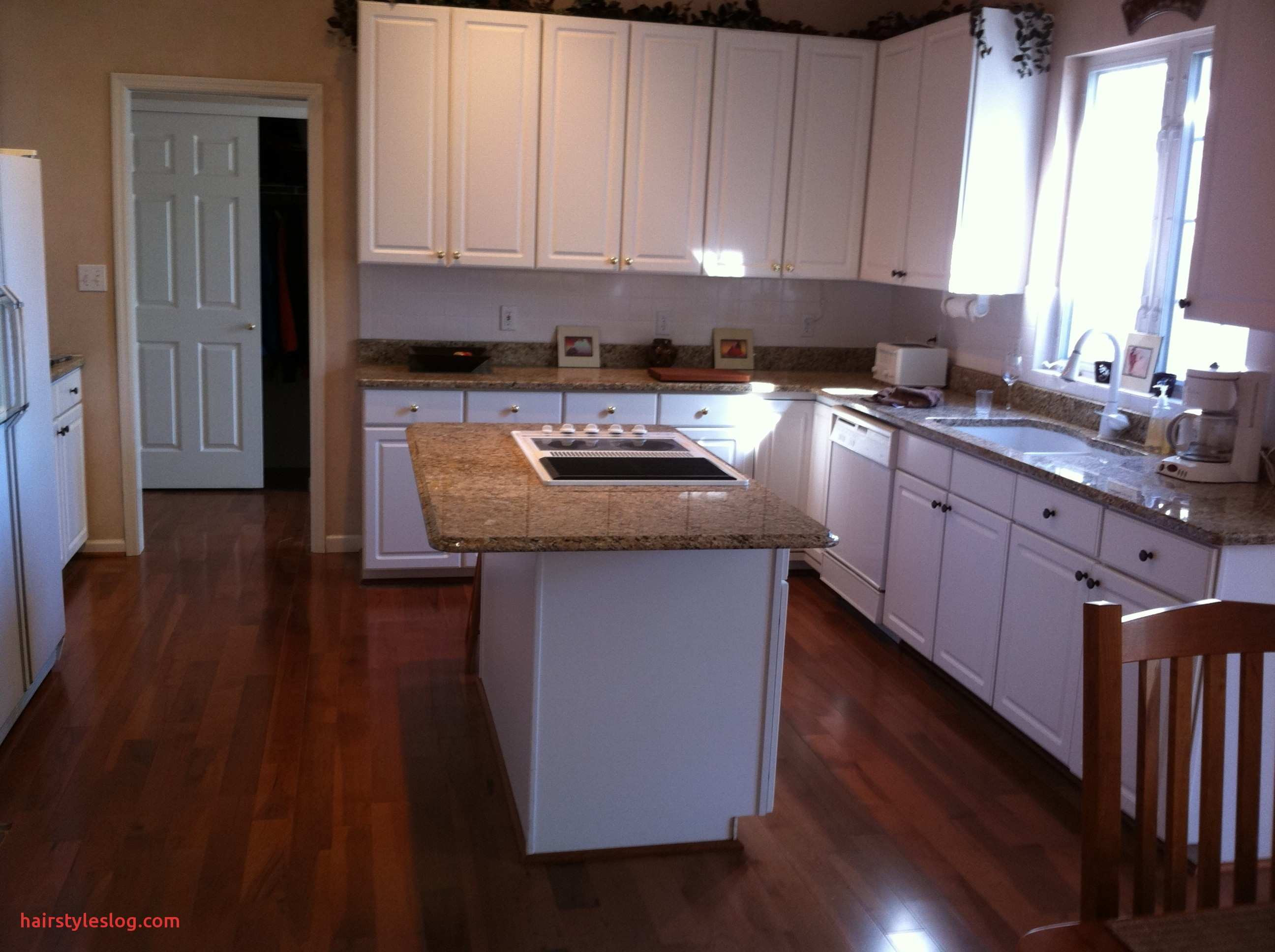 dark hardwood floors with oak cabinets of wonderful kitchen cabinets with dark hardwood floors regarding within adorable kitchen cabinets with dark hardwood floors for dresser great images of what color laminate flooring