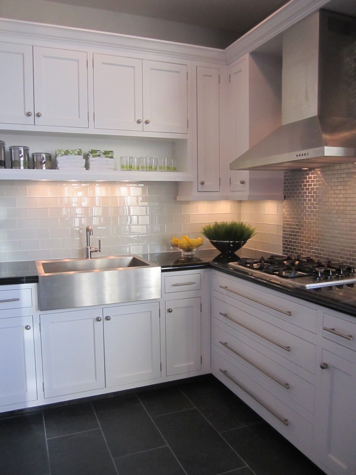 15 Fantastic Hardwood Floor Color with White Cabinets ...