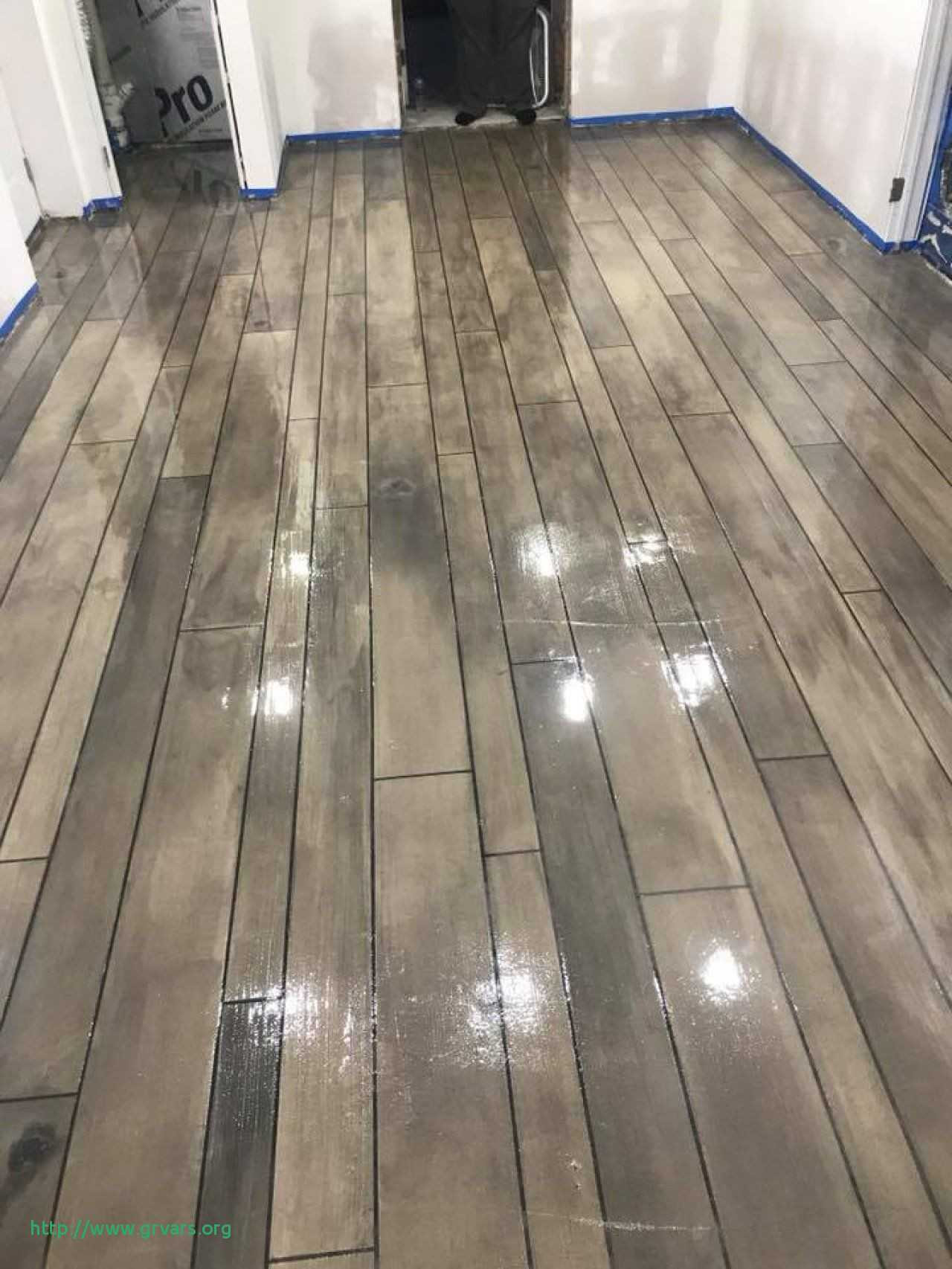 hardwood floor colors lowes of lowes flooring contractors charmant inspirational lowes roofing inside at lowe s lowes flooring contractors impressionnant flooring contractors rolling out the marmoleum floor in the theatre