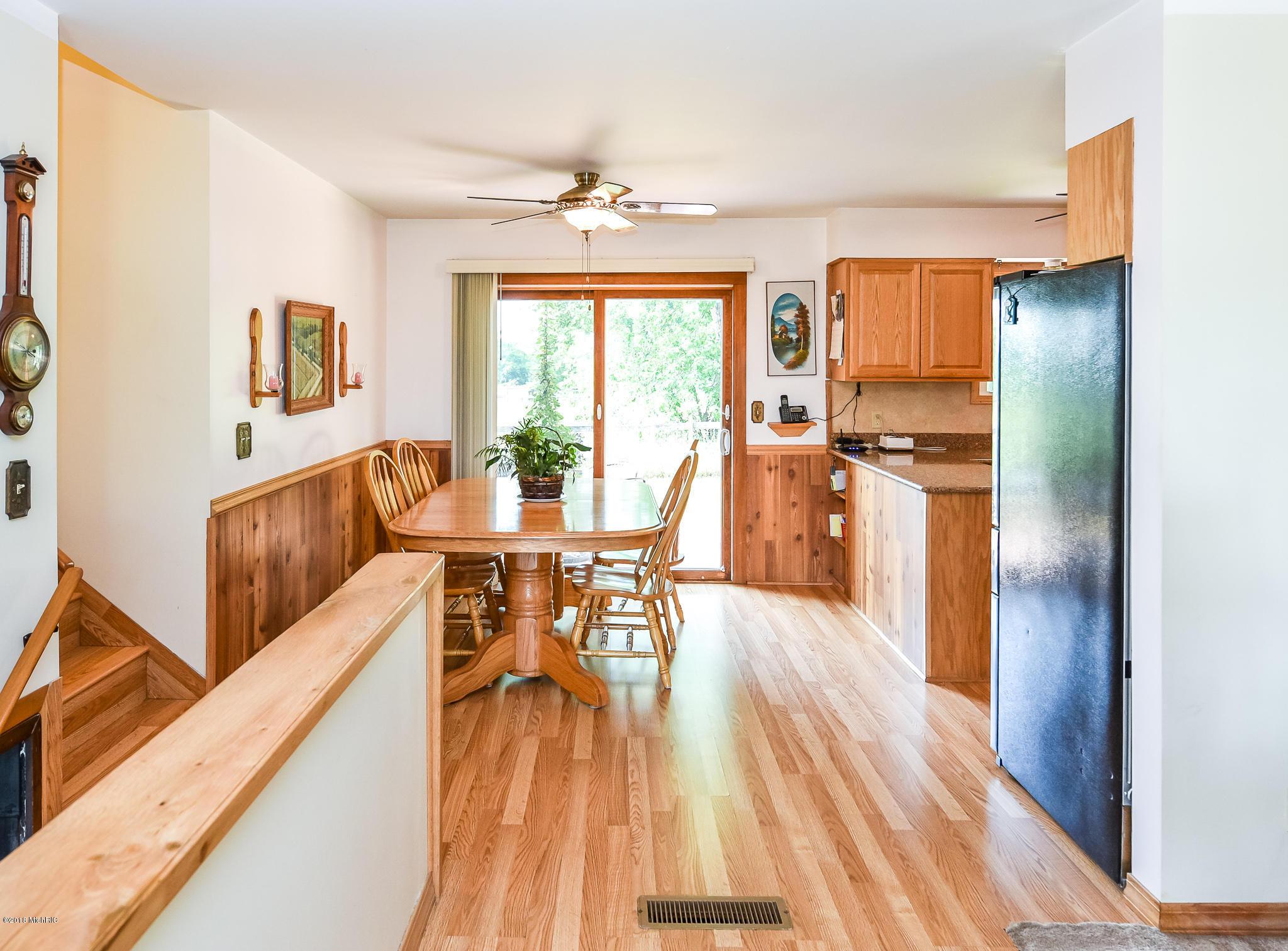 hardwood floor refinishing michigan of 10420 92nd street se alto 49302 mls 18033508 greenridge for 10420 92nd street se alto mi 49302