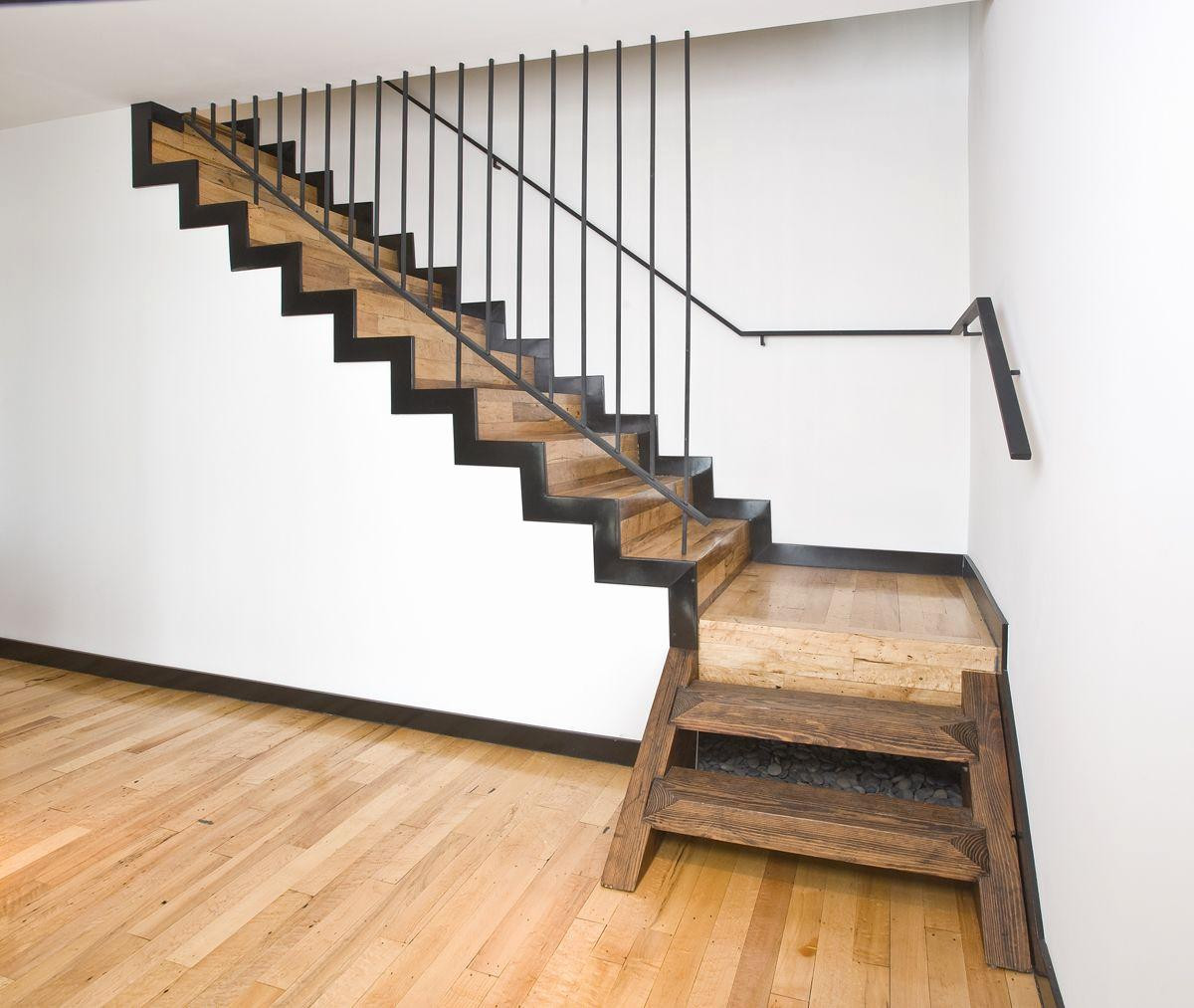 13 Cute Hardwood Floor Stair Landing | Unique Flooring Ideas