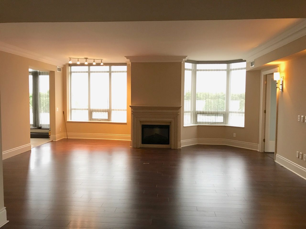 Hardwood Flooring Concord Nc Of 10101 Yonge St Suite 619 Available for Lease by Rosanne Agasee Intended for 10101 Yonge St Suite 619 Available for Lease by Rosanne Agasee Located In the Renaissance at Yonge and Major Mackenzie This Tridel Beauty is Graciously