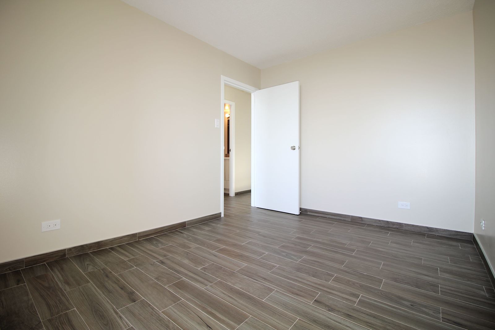 hardwood flooring installation cost calgary of calgary apartment for rent downtown heart of downtown this clean in completely renovated 2 bedroom stunning apartment