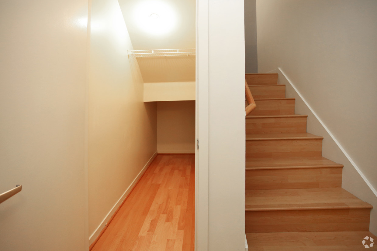Hardwood Flooring Sacramento Ca Of 1801 L Off Campus Housing Sacramento Ca forrentuniversity Com for 1801 L 1801 L