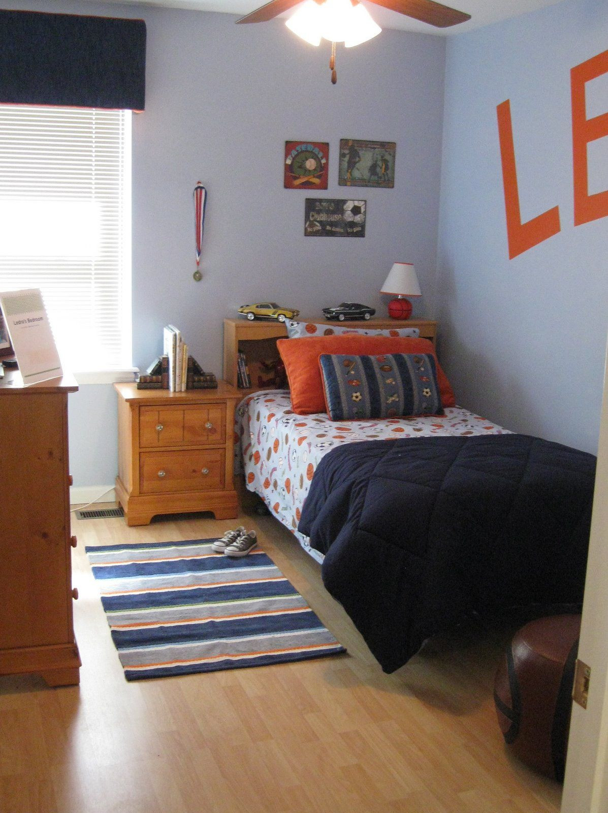 hardwood floors in bedroom or carpet of using a carpet to decorate the bedroom floor is not so attractive in using a carpet to decorate the bedroom floor is not so attractive for some people they prefer to use wood or tile floors that blend with the house
