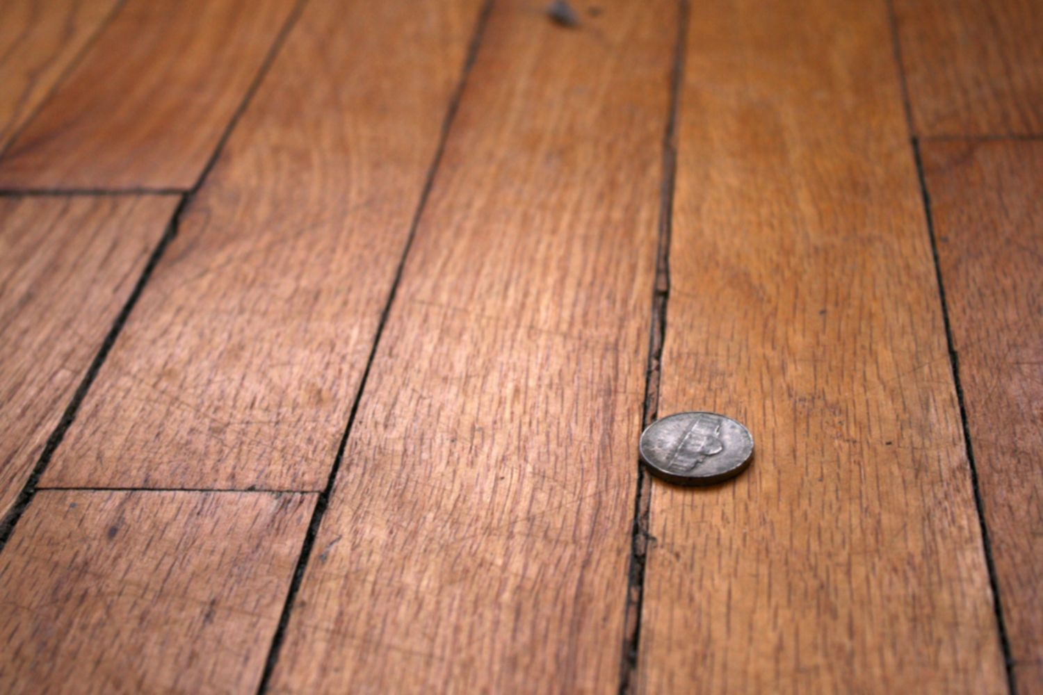 how to lay engineered hardwood flooring on concrete of why your engineered wood flooring has gaps throughout wood floor with gaps between boards 1500 x 1000 56a49eb25f9b58b7d0d7df8d