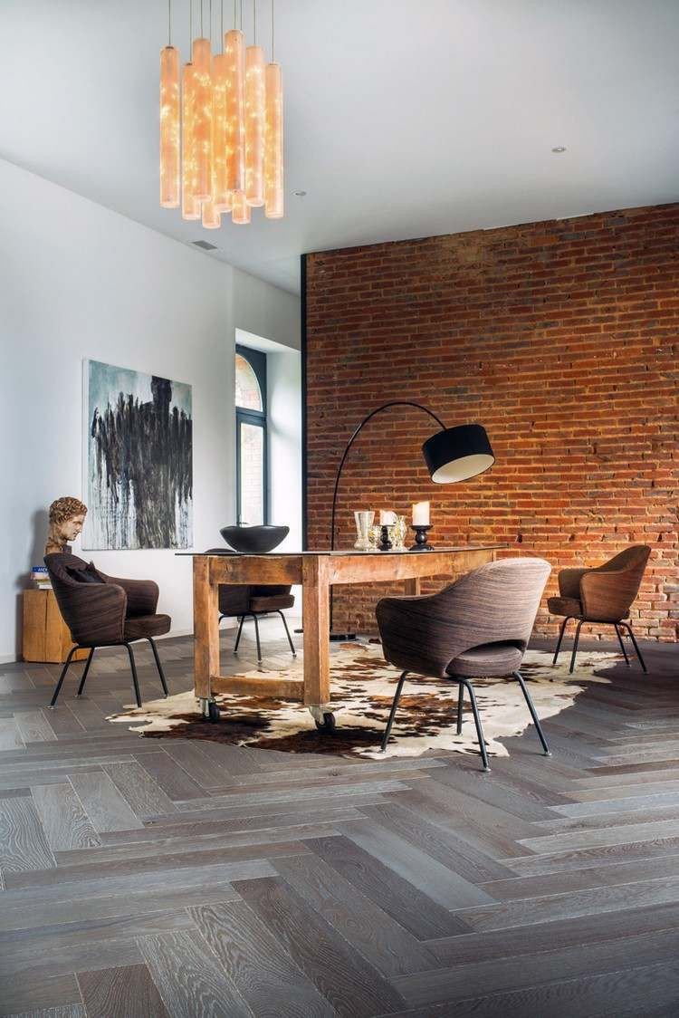how to protect hardwood floors in kitchen of wohnzimmer mit ziegelwand und grauem parkett interior styles in wohnzimmer mit ziegelwand und grauem parkett engineered parquet flooring timber flooring grey hardwood floors