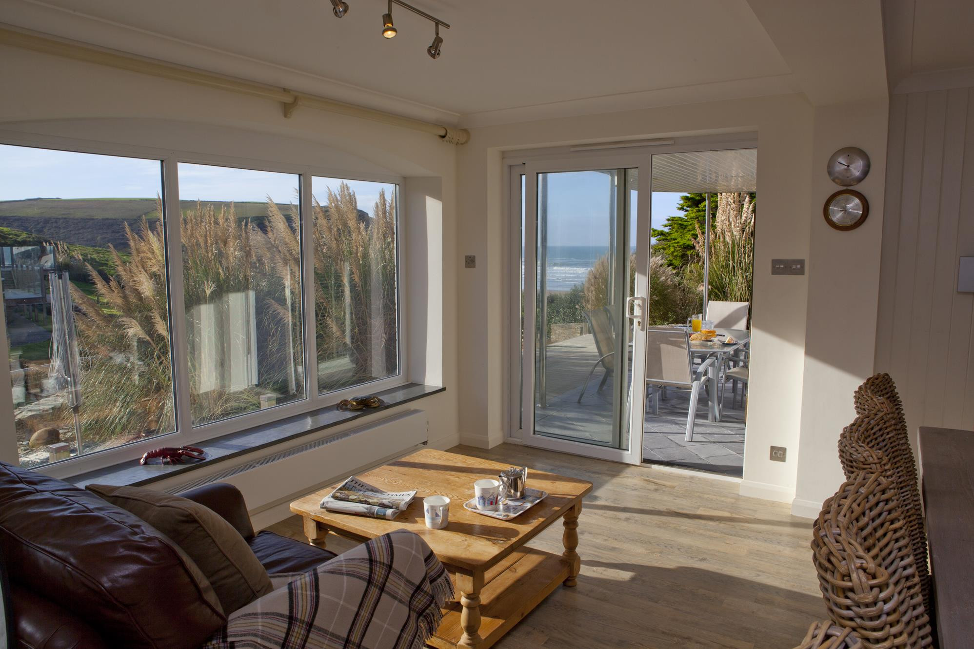 maxcare hardwood floors of waters edge mawgan porth cornwall perfect stays for waters edge img 62761