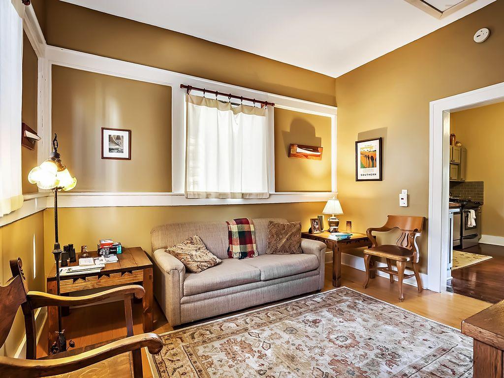 tampa hardwood floor refinishing reviews of erehwon retreat bungalow hark back to a simpler time bnb daily throughout a899bc0d c8aa 4ec5 a38e 7e7959dd7850 c10