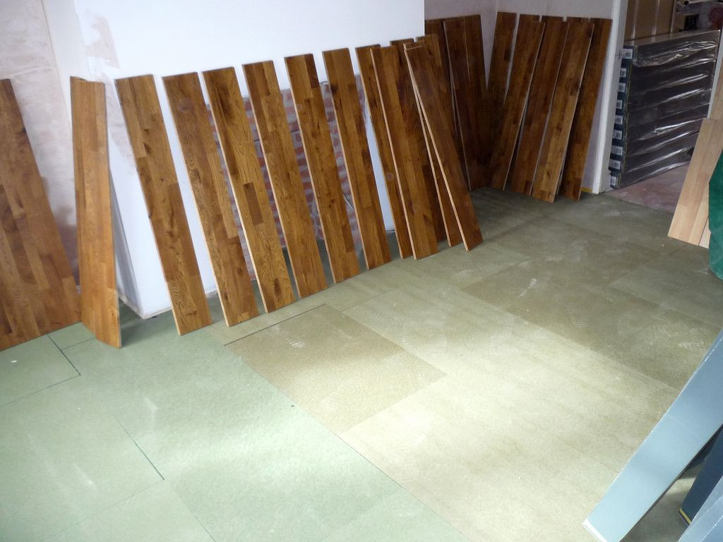 vapor barrier for hardwood floor installation of how to install laminate flooring step by step with mix flooring planks mjtmail 56a1bbdf5f9b58b7d0c21bc1