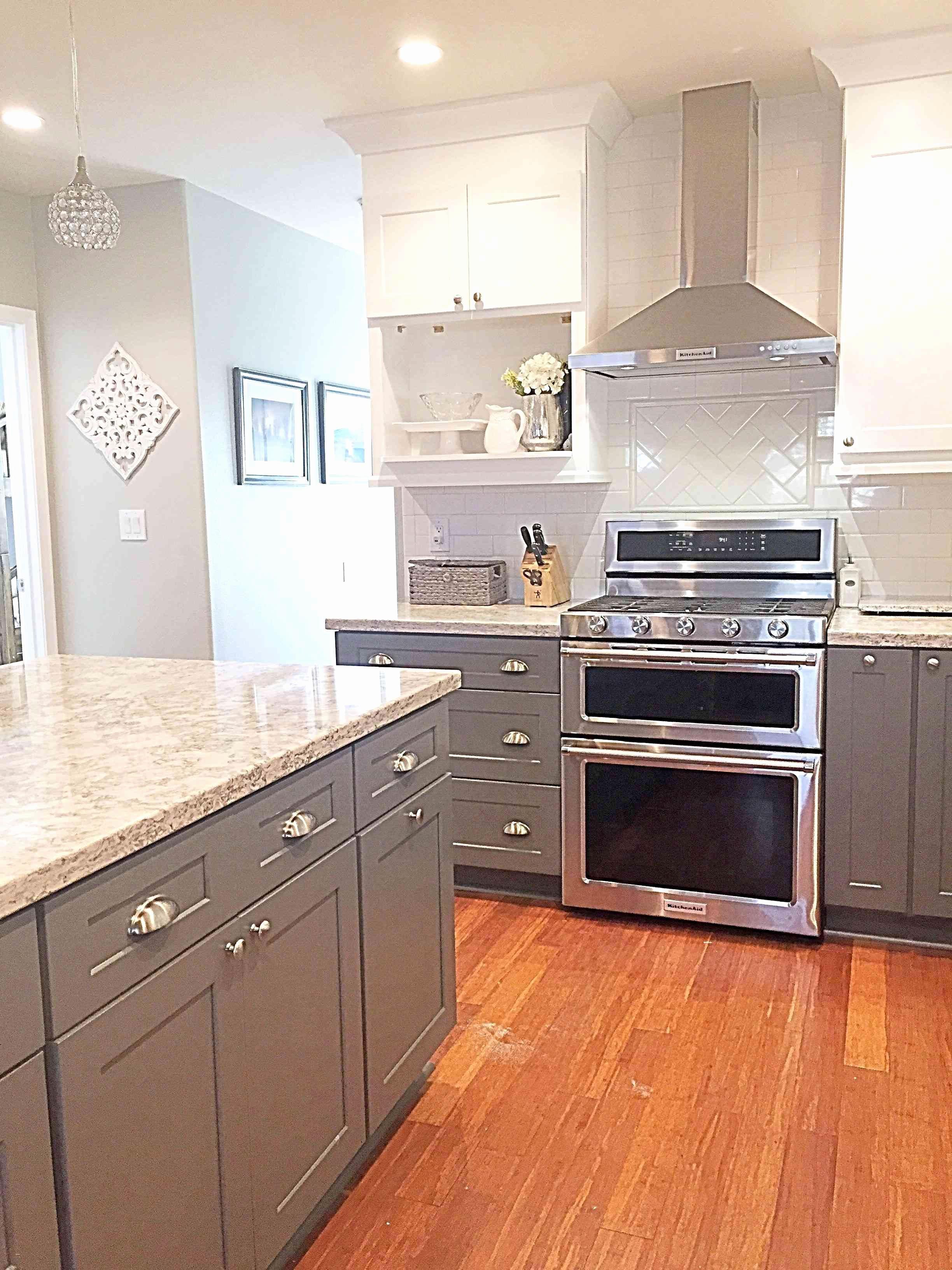 30 Perfect White Kitchen Cabinets With Dark Hardwood Floors