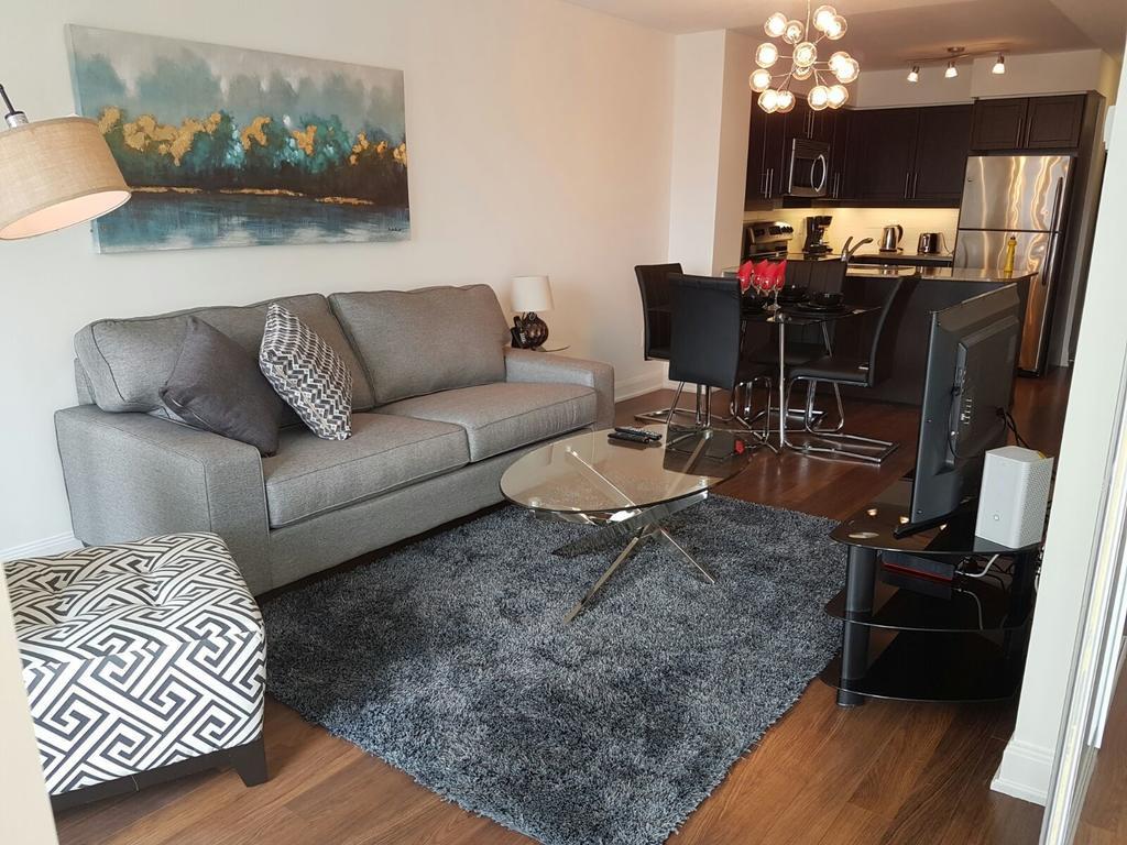 yorkdale hardwood flooring centre of apartment premium suites yonge eglinton toronto canada booking com in 46 photos